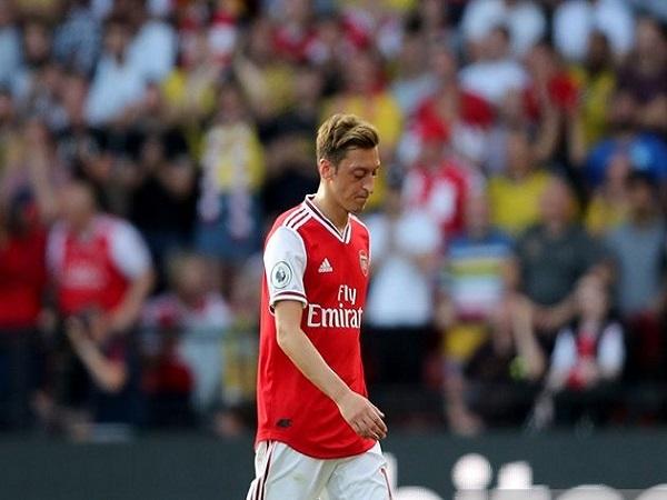 Watford 2-2 Arsenal: Unai Emery 'dưới cơ' Flores