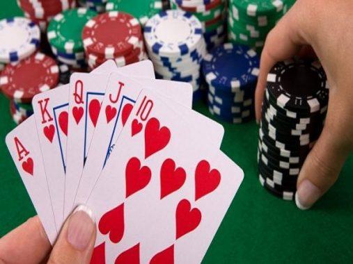 Mơ thấy đánh bài có ý nghĩa gì? Đánh con gì?
