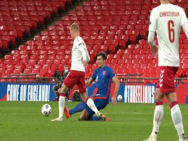 Bóng đá Anh tối 15/10: CĐV M.U mong Maguire bị treo giò ở cả CLB