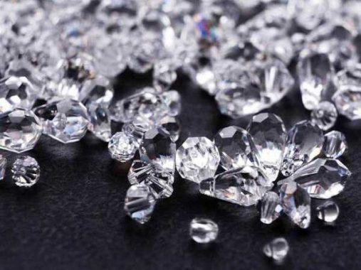 Nằm mơ thấy kim cương đánh số mấy? con gì dễ trúng?